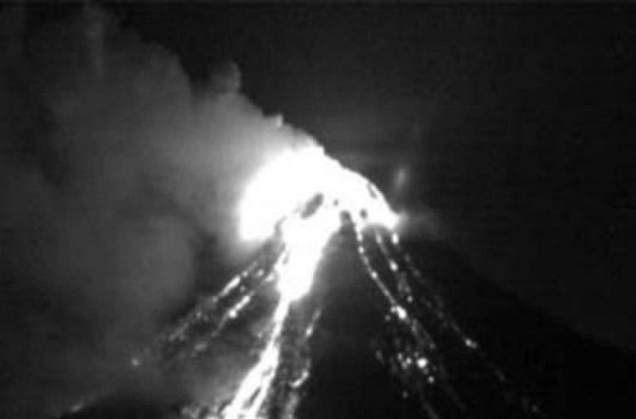 Meksikoje išsiveržė Ugnies vulkanas