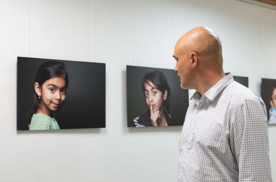 """Kauno įvairių tautų kultūros centre atidaryta fotografijų paroda """"Prisimink, kad žmogus esi"""""""
