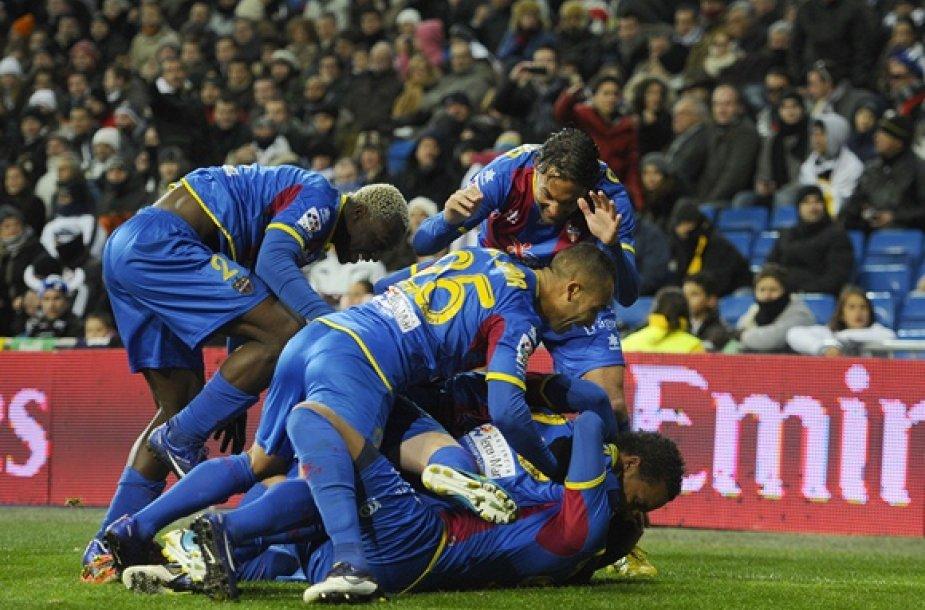 """Valensijos """"Levante"""" futbolininkai džiaugiasi įvarčiu."""