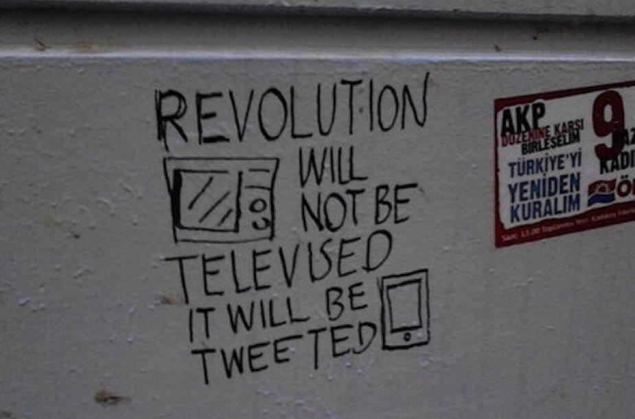 """""""Revoliucija nebus rodoma per televiziją. Apie ją bus skelbiama """"Twitteryje"""""""