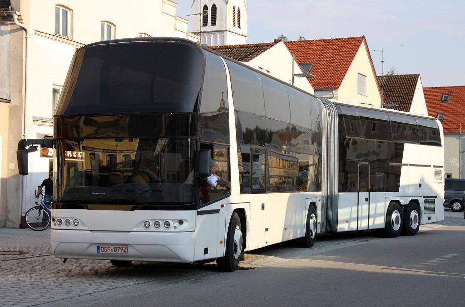 Paskutiniai Jumbocruiser autobusai pasižymėjo ir modernesniu dizainui. (Wikimedia)