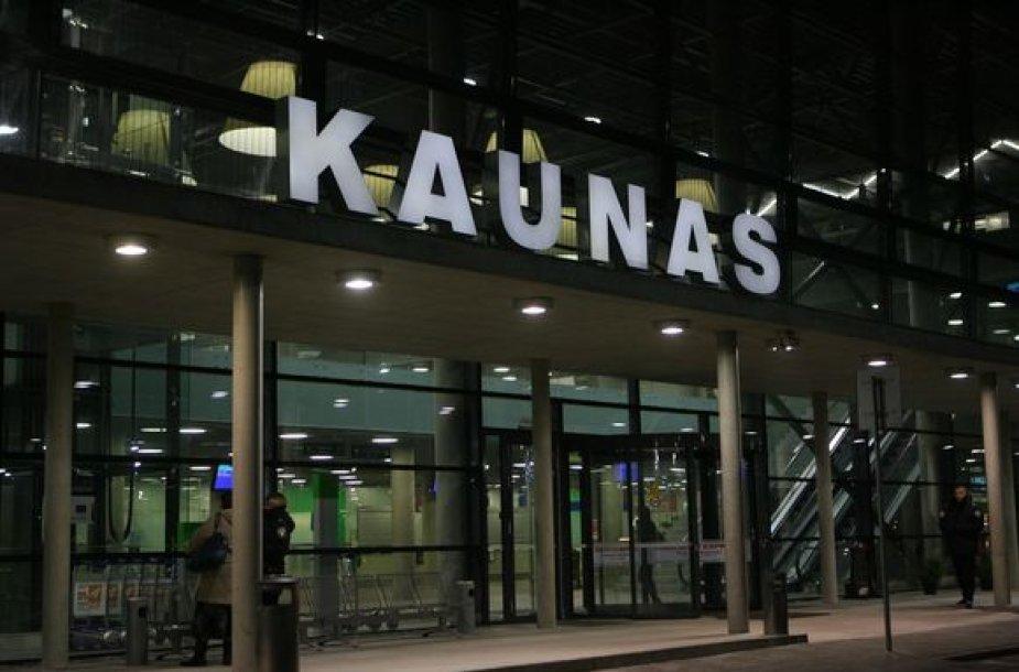 Kauno oro uostas naktį.