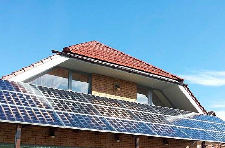 """Anot Andriaus Karazino, UAB """"Solet Technics"""" www.soltech.lt direktoriaus, 2013 m. pradžioje buvo pakeistas Atsinaujinančių išteklių energetikos įstatymas bei sustabdyta komercinių saulės jėgainių plėtra. Tačiau ir"""