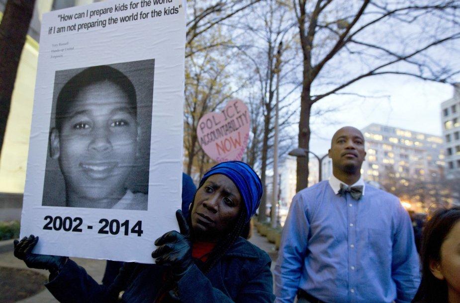 Protestuotojai su Tamiro Rice'o nuotrauka