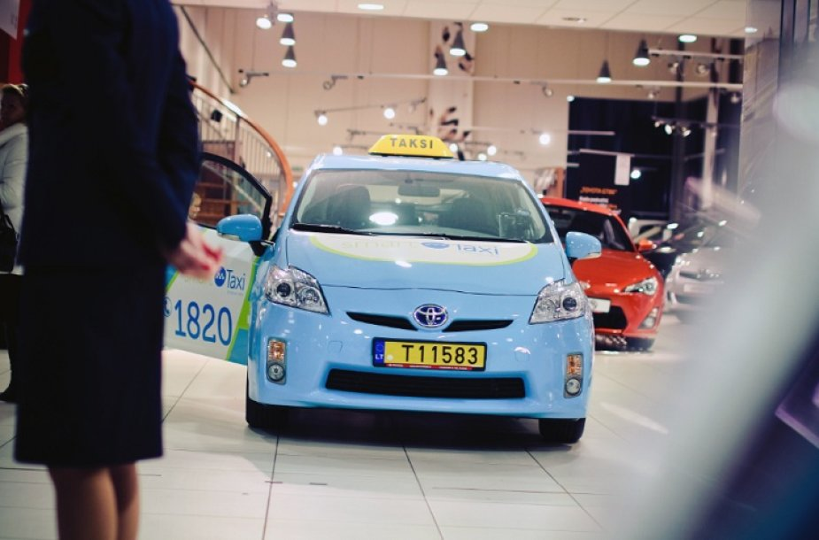 """""""Toyota Prius"""" taksi"""