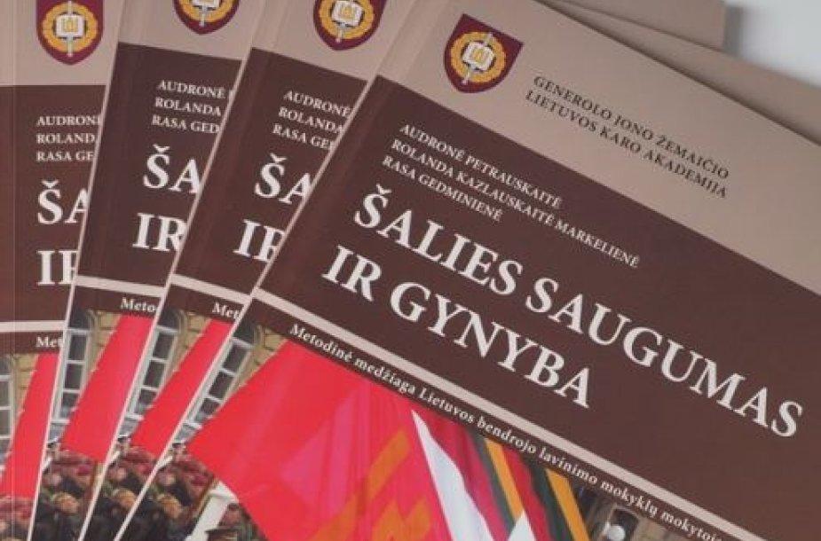 Šalies pedagogams ir moksleiviams bus pristatyti vadovėliai apie šalies saugumą ir gynybą