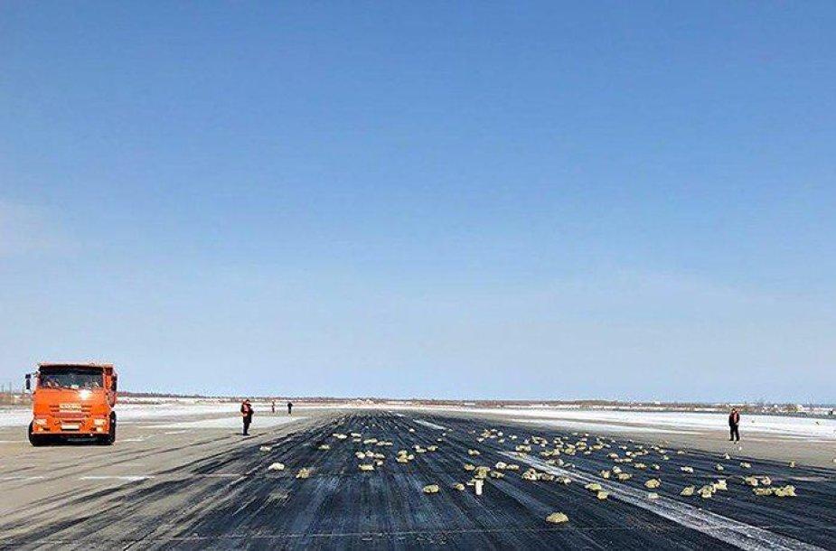 Jakutijoje iš kylančio lėktuvo išsibarstė aukso ir sidabro lydinio luitai