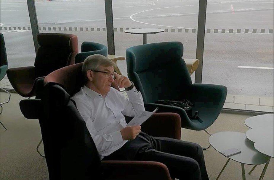 Viktoras Pranckietis laukia lėktuvo