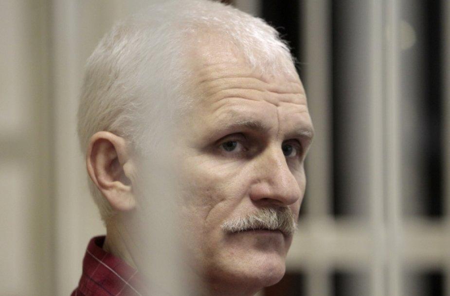 Alesius Beliackis teismo salėje