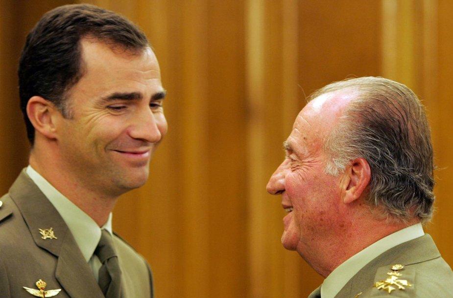 Ispanijos karalius Juanas Carlosas su sūnumi Felipe (2005 m.)