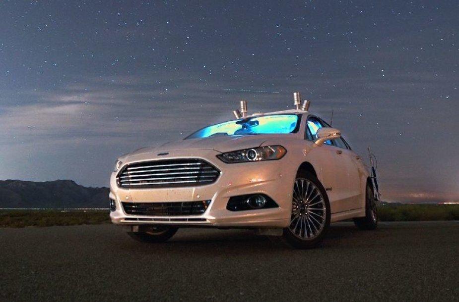 """Autonominio """"Ford"""" bandymai tamsoje"""