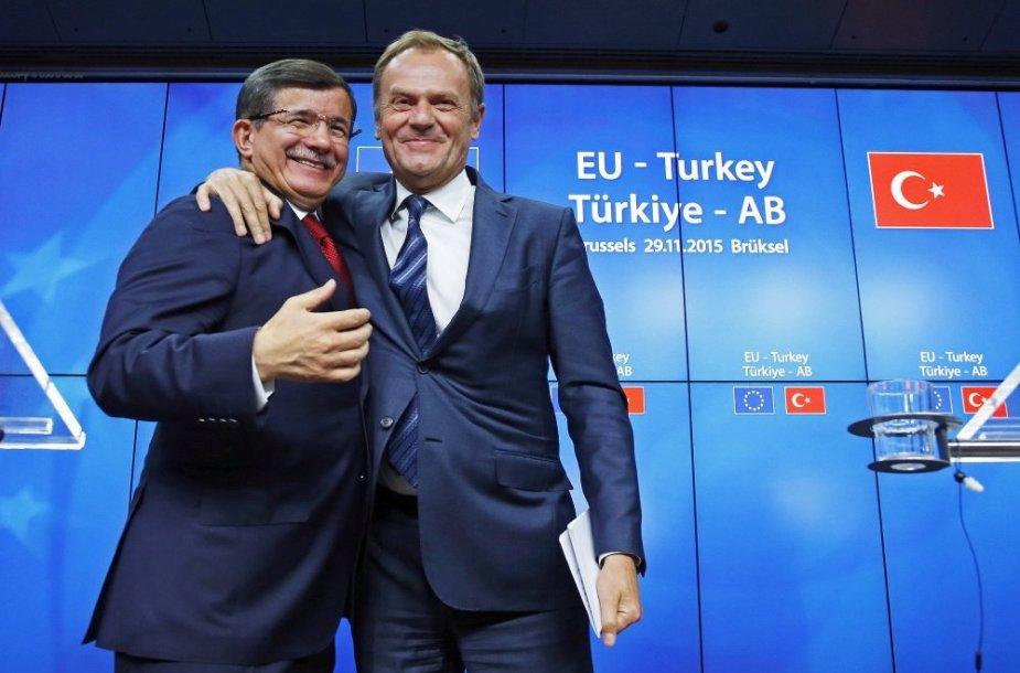 Ahmetas Davutoglu ir Donaldas Tuskas