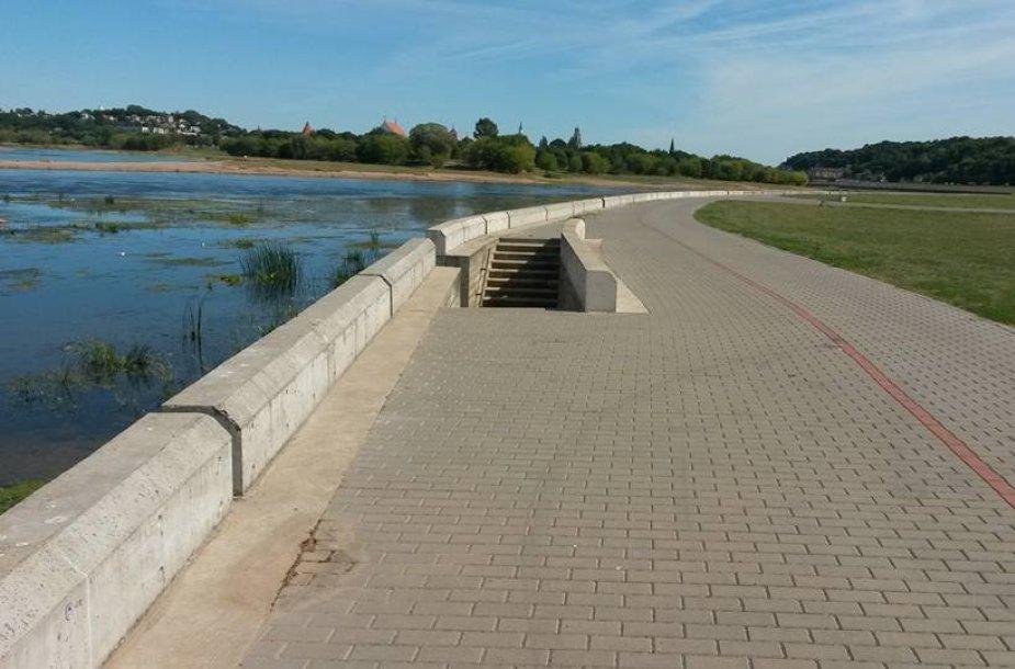 Nemuno pakrantės dviračių take - pavojingi laiptai