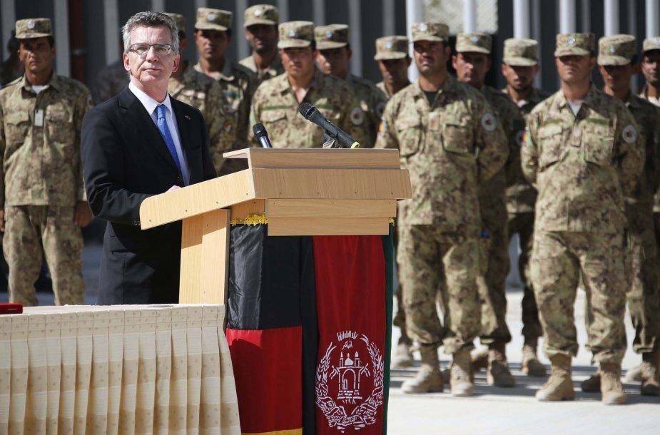 Vokietijos gynybos ministras Thomas de Maiziere bazės perdavimo ceremonijoje
