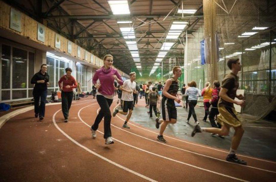 """Pirmojoje """"Judėk sveikai"""" treniruotėje bėgo gausus kauniečių būrys"""