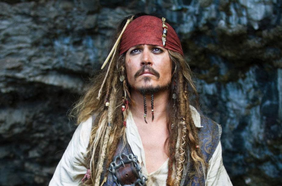 """Johnny Deppas filme """"Karibų piratai: ant keistų bangų"""" (2011 m.)"""