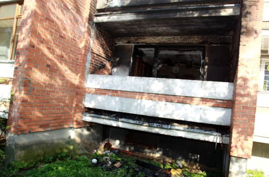 Gautas pranešimas, kad degė balkonas B.Sruogos gatvėje.