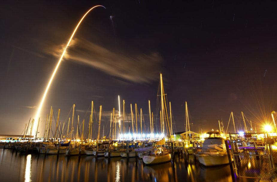 """""""SpaceX"""" paleido mįslingą JAV vyriausybės kosminį aparatą """"Zuma"""""""