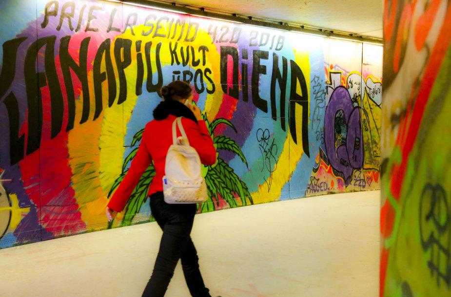 Kanapių dienai skirtas grafitis požeminėje perėjoje Vilniuje
