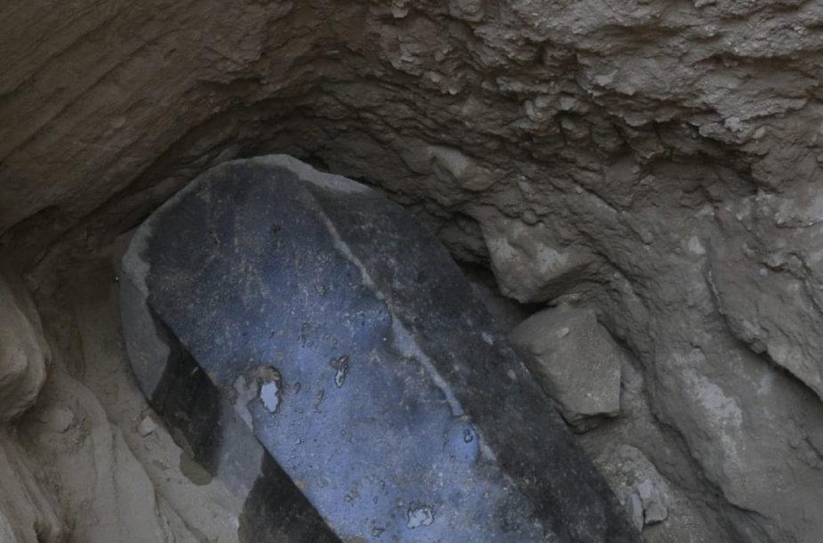 Egipto Aleksandrijoje atkastas granitinis sarkofagas
