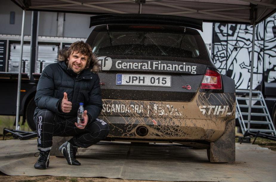 Benediktas Vanagas išbandė naująjį R5 klasės automobilį