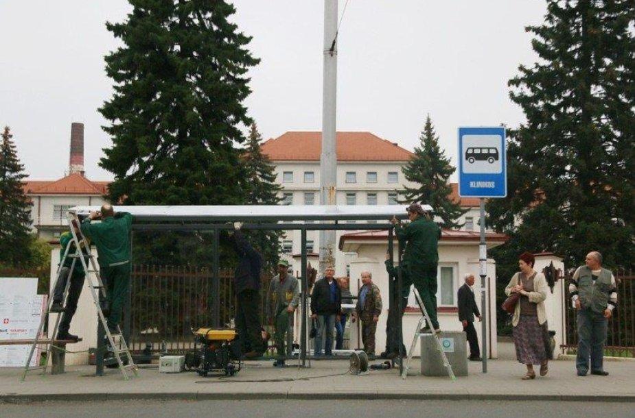 Kaune pradėtos įrenginėti stoginės tose stotelėse, kur jos buvo nuardytos.