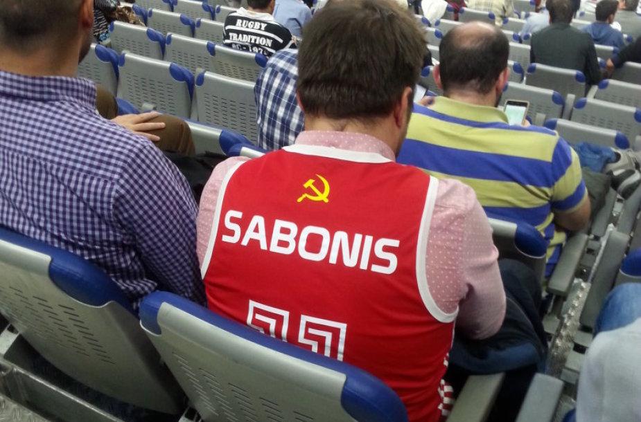 """Madrido """"Real"""" sirgalius, dėvintis SSRS marškinėlius"""