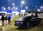 Vilniuje BMW vairuotojas nepastebėjo greitojo autobuso – atšoko nuo jo ir išvertė tvorą