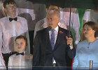Etiketo žinovas išaiškino, ar G.Nausėda privalėjo pasiūlyti skėtį lietaus merkiamam berniukui