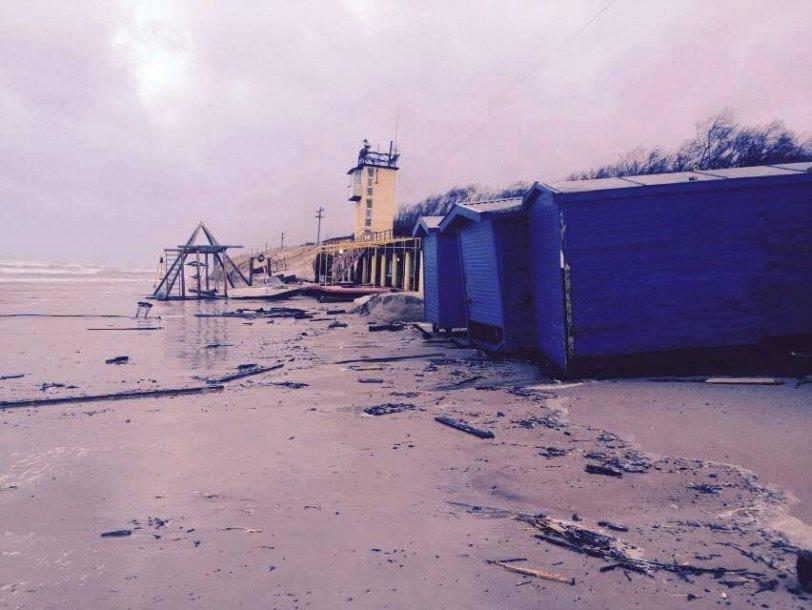 """Uraganinis vėjas """"Felikas"""" nusiaubė skęstančųjų gelbėtojų  stotį Smiltynėje"""