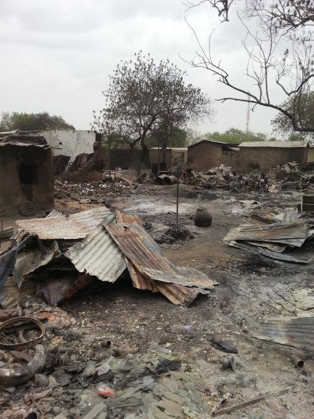 """""""Boko Haram"""" Nigerijoje per kelias dienas sudegino 16 miestų, nužudė 2 tūkst. žmonių"""