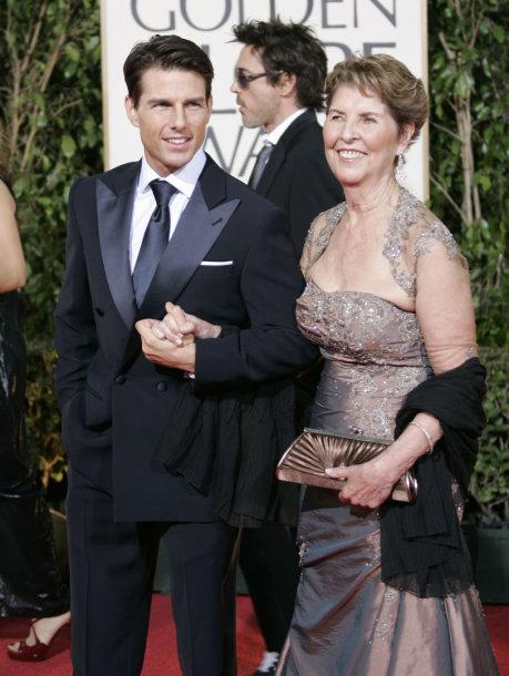 """Tomas Cruise'as su mama Mary Lee South """"Auksinių gaublių"""" apdovanojimuose 2009 metais"""