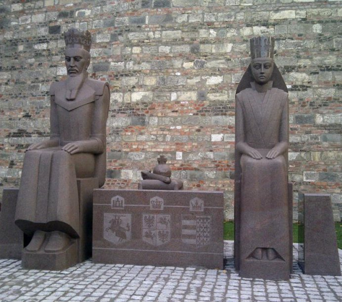 Budapešte iškilo paminklas diddžiajam kunigaikščiui Jogailai ir Jadvygai Anžu.