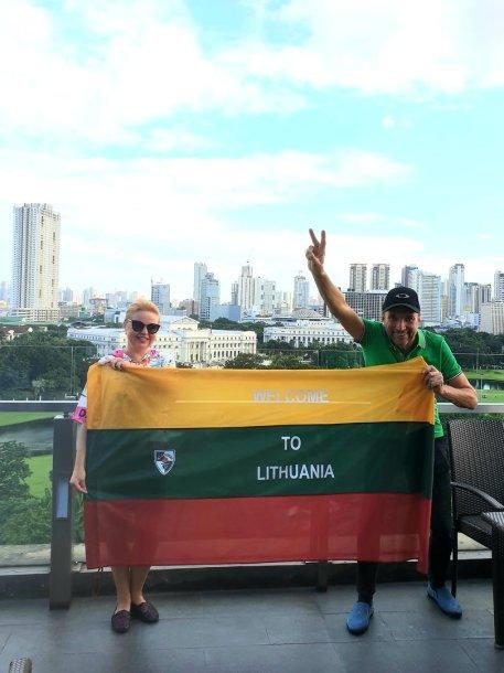 Lietuvių pora per 3,5 metų trispalvę įamžino prie 64 žymiausių pasaulio vietų
