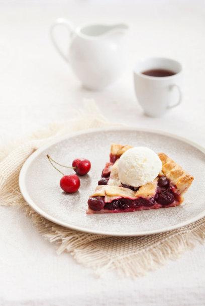 Vyšnių pyragas su ledais