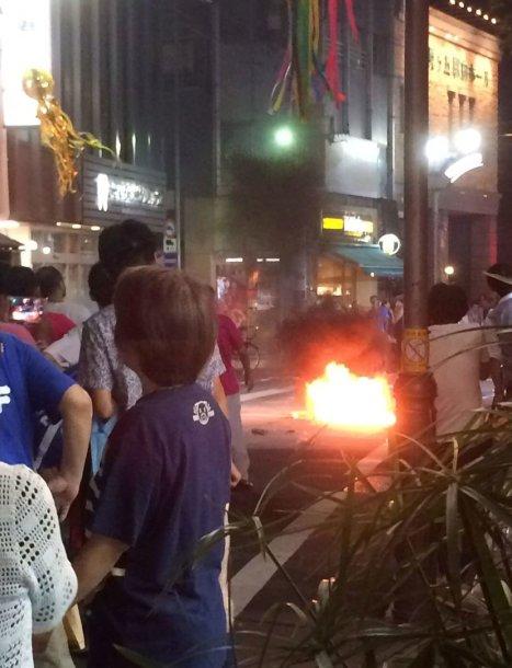 Tokijuje per eitynes sviestas Molotovo kokteilis sužeidė 15 žmonių