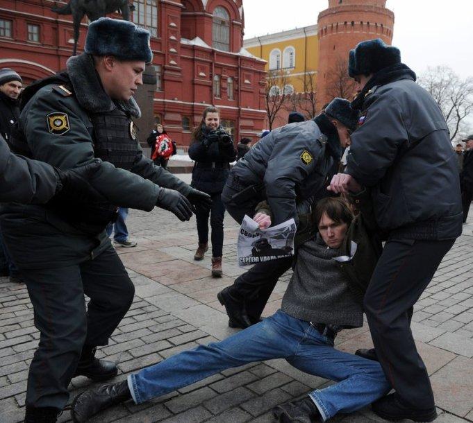 Rusijoje su opozicija susidorojama įvairiomis priemonėmis.