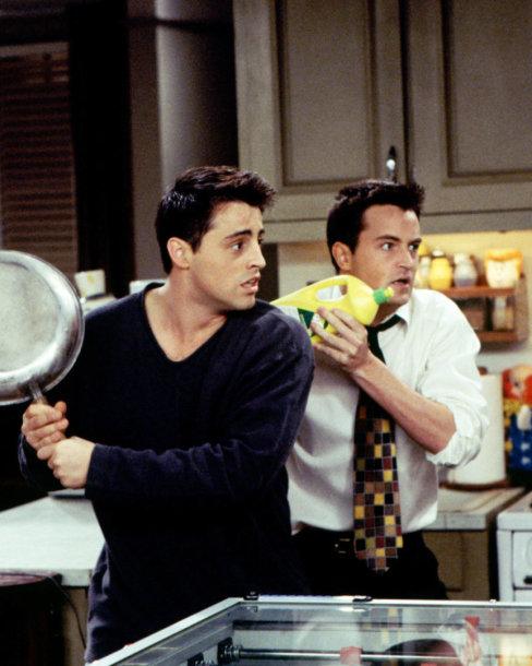 """Serialo """"Draugai"""" aktoriai Mattas LeBlancas ir Matthew Perry"""