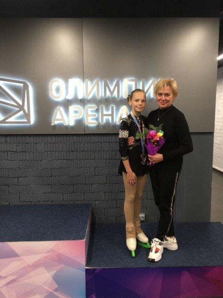Minske – lietuvė čiuožėja Agnė Ivanovaitė (kairėje) pelnė bronzą