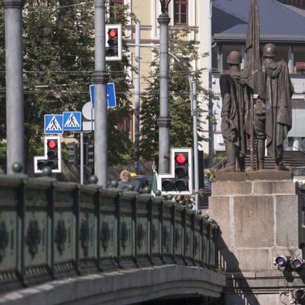 Vilniuje atidengta atminimo lenta okupacinės kariuomenės išvedimo 20-mečio proga.