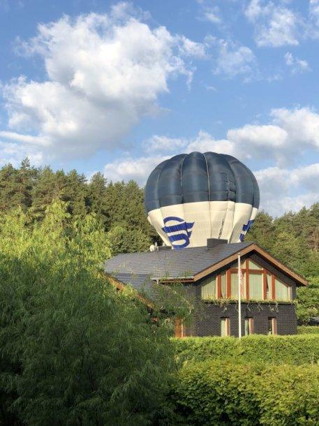 Veržuvos gatvėje avariniu būdu leidosi oro balionas