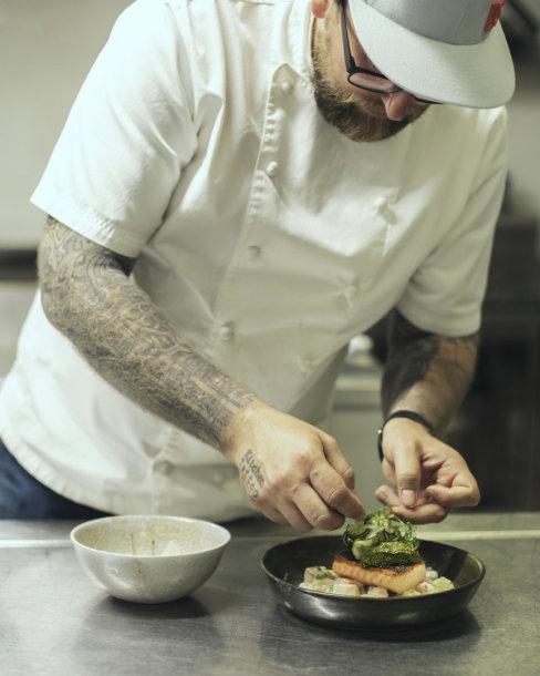 """""""Vilkmergės"""" ambasadorius rekomenduoja: pajūrio restoranas, kuriame maistas gimsta iš istorijų"""