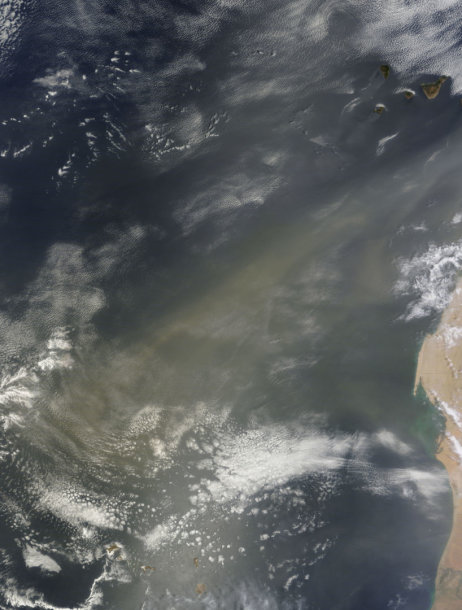 Dulkių debesys virš Atlanto vandenyno
