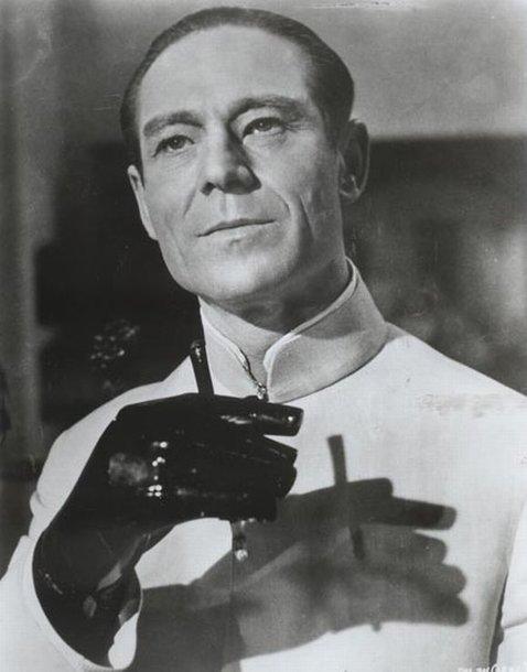 Dr. Ne, aktorius Josephas Wisemanas