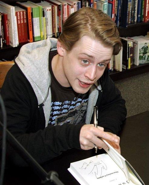 """Macaulay Culkinas superžvaigžde tapo po filmo """"Vienas namuose"""" ir jo tęsinių."""