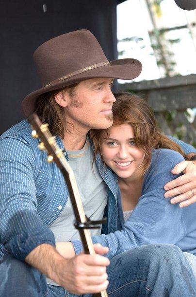 Akimirka iš filmo: tėtis ir dukra