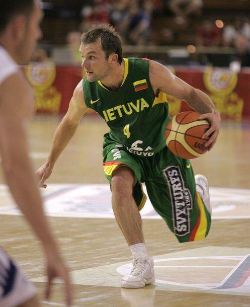 Ketvirtadienio vakarą Lietuvos vyrų rinktinė bando iškovoti antrąją pergalę Sevilijoje (Ispanija) vykstančiame draugiškame keturių komandų turnyre. Tačiau tam sutrukdyti bando Didžiosios Britanijos krepšininkai.