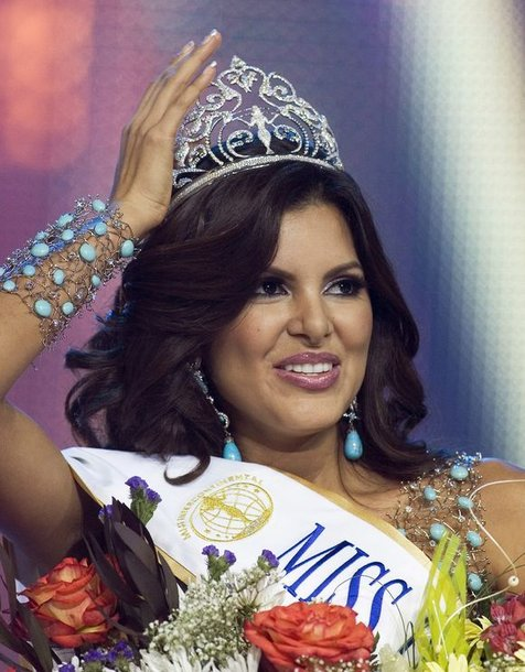 """Tarptautinį grožio konkursą """"Miss Intercontinental 2009"""" laimėjo gražuolė iš Venesuelos Hannelly Quintero."""