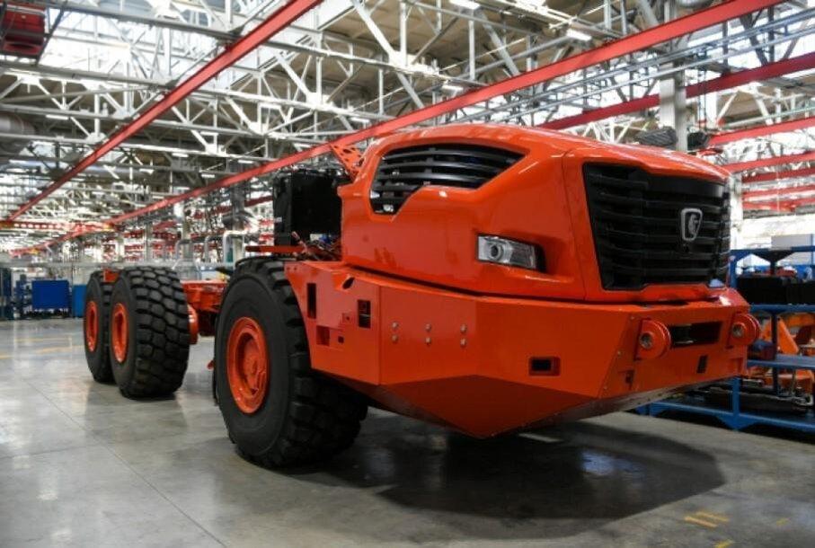 """XXL dydžio sunkvežimio """"Heraklis"""" prototipo pirmoji nuotrauka"""