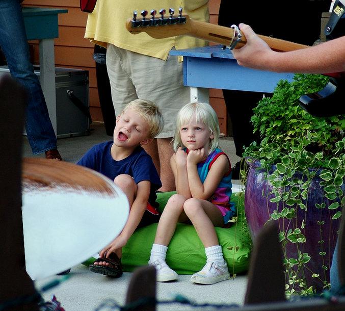 Dainuojantys vaikai